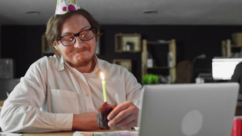 Alone businessman celebrating birthday in the office Live Action