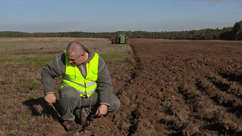 Farmer inspect to the plowing ground depth Footage