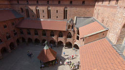 The courtyard of the high castle in Malbork. Teutonic order castle Acción en vivo