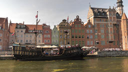Galleon ship on Motlawa river in Gdansk, Poland Acción en vivo