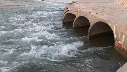 An arch dam in Iran Stock Video Footage