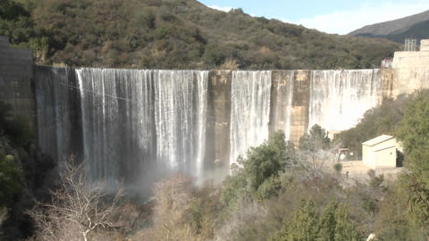 Wide zoom out of water spilling over the Matilija Dam... Stock Video Footage