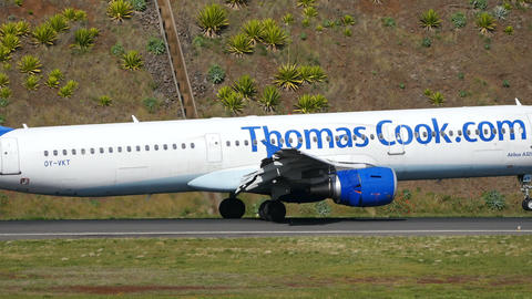 Airbus A 321 OY-VKT of Thomas Cook Discending to Madeira Airport Live Action