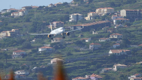 Airbus A321 OY-TCF of Thomas Cook Airlines Discend to Funchal Airport Live Action