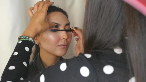 Professional makeup mascara applying ライブ動画