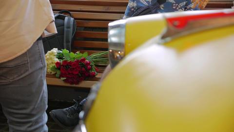 Bouquet On A Bench Acción en vivo