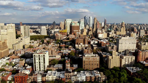 Aerial view of downtown Brooklyn with Traditional building in Brooklyn Heights Acción en vivo