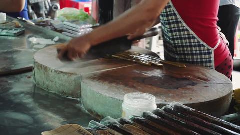 Women work and make coconut candies at the coconut farm factory in Mekong Delta Acción en vivo