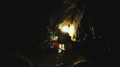 Vietnam, Tam Coc, grotto cave , also known as Halong Bay in rice fields , is one Acción en vivo