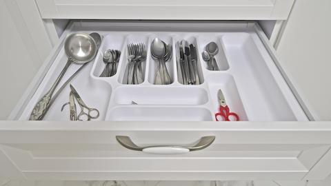 Details of modern white wooden kitchen Acción en vivo
