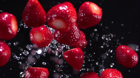 Explosion of strawberries with water 500 fps Live Action