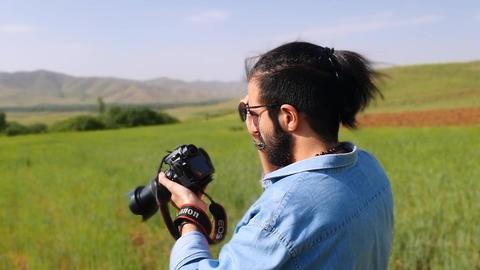 man photography inside farm ライブ動画