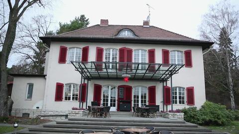 Beautiful Villa home on the coast in germany, llok from the sea ライブ動画