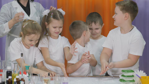 Chemical experiments for children. Fun experiments for children. Children play Live Action
