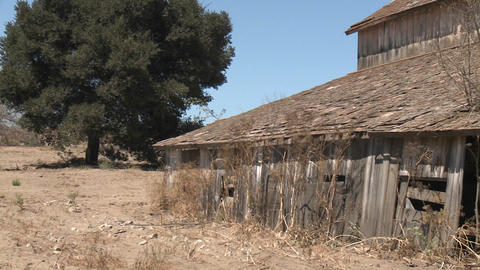 Pan across nn old barn in the Salinas Valley, Monterey... Stock Video Footage