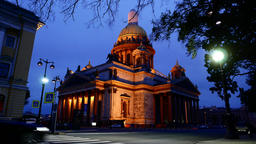 Street lights gradually switch on around Saint Isaac's Cathedral Live Action