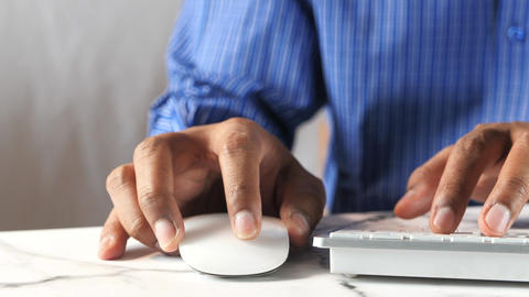 Businessman hand with computer mouse, Close up ライブ動画