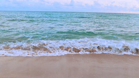 Landscapes view of beach sea sand and sky in summer day Live影片