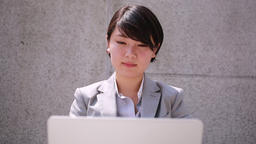 Japanese young businesswoman with laptop, Tokyo, Japan 이미지