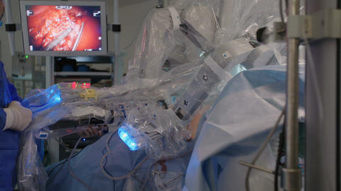 minimally invasive surgery using the Da Vinci robot Live Action