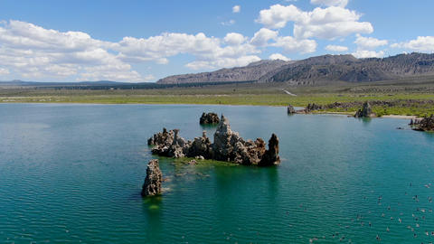 Aerial view of Mono Lake with tufa rock formations during summer season, Mono ライブ動画