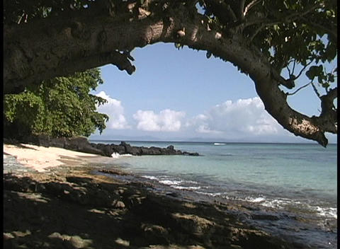 An establishing shot of the shoreline on a south pacific... Stock Video Footage
