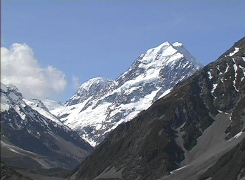 Mt. Cook rises above other peaks in New Zealand's... Stock Video Footage