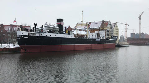 Gdansk, Poland, A large ship in a body of water ライブ動画