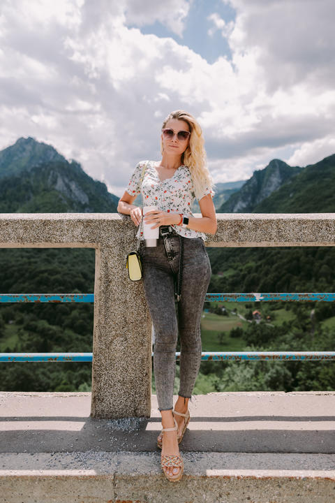 attractive woman traveller relax in mountains and holding coffee mug Fotografía