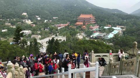 Hong Kong, China, November 20 2016: A group of people on a mountain Acción en vivo