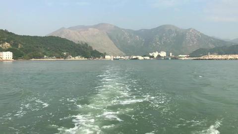 Hong Kong, China, A body of water with a mountain in the background Acción en vivo