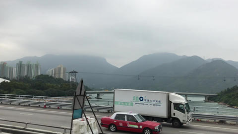 Hong Kong, China, A train is parked on the side of a mountain Acción en vivo