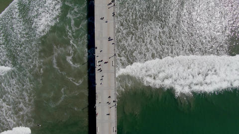 Aerial top view of Huntington Pier, beach and coastline during sunny summer day Acción en vivo