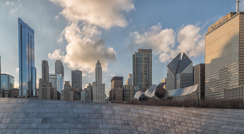 Chicago Skyline from millennium park daylight view with clouds in the sky Fotografía