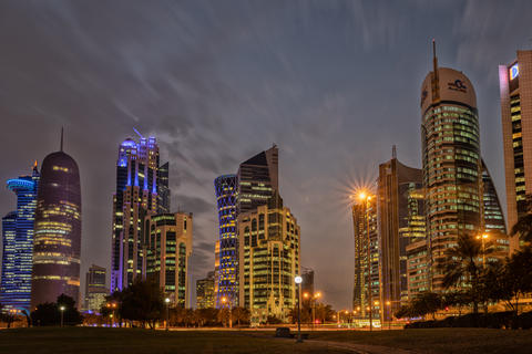 Doha skyline at dusk from Sheraton park showing skyscrapers of West Bay financial district Fotografía