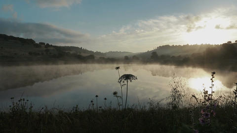 Fog rising from a lake at sunrise Filmmaterial