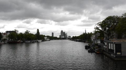 Dark Weather At The Amstel River Amsterdam The Netherlands 2019 Acción en vivo