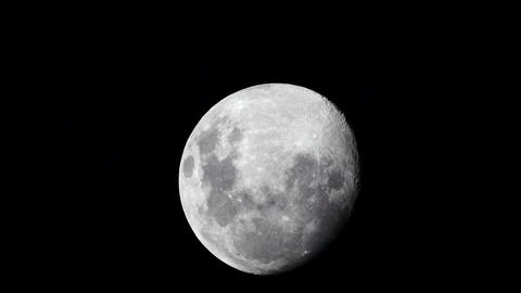 """""""Timelapse"""" of the Moon at night with black sky Live Action"""