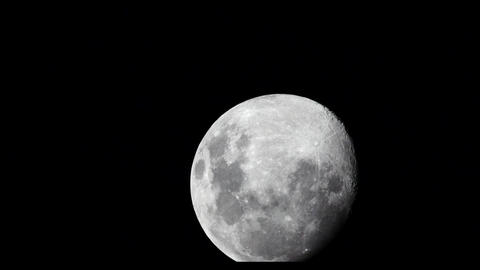 """""""Timelapse"""" of the Moon at night with black sky 2 Live Action"""