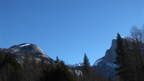 Pan-left across Yosemite mountain peaks to Yosemite Falls... Stock Video Footage