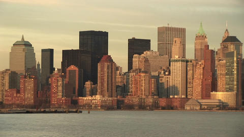 A spectacular look at a golden New York skyline on a... Stock Video Footage