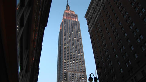Camera gives worms-eye view of the Empire State Building... Stock Video Footage