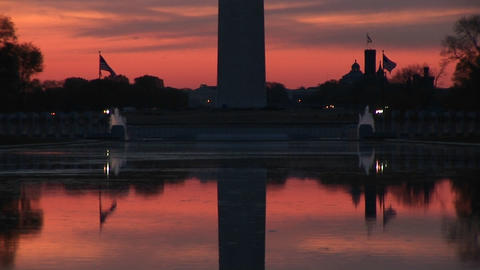 A still mirror image of the Washington Monument and the... Stock Video Footage