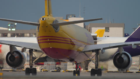 DHL Airbus 300 on the start Acción en vivo