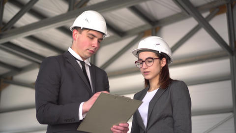 The woman does not approve the project. Young man and woman in helmets with ライブ動画