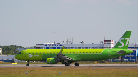 S7 Airlines Airbus A321 on runway 07 before departure Live Action