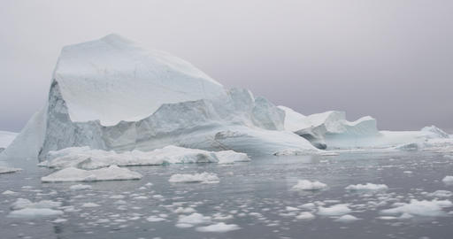 Global Warming and Climate Change - Hyperlapse of Icebergs and ice from melting Acción en vivo