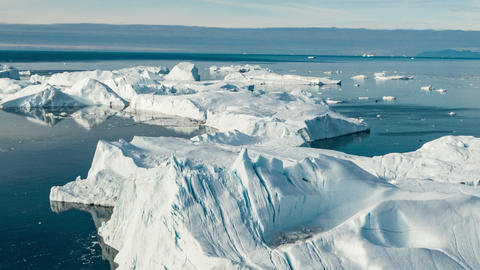 Global warming Aerial drone video timelapse hyperlapse - Greenland Iceberg Acción en vivo