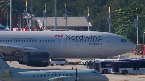NordWind Airbus A330 parking Acción en vivo