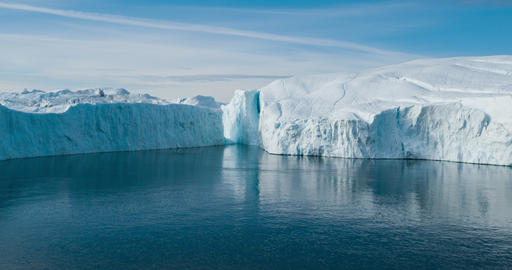 Global warming - Greenland Iceberg landscape of Ilulissat icefjord with iceberg Acción en vivo